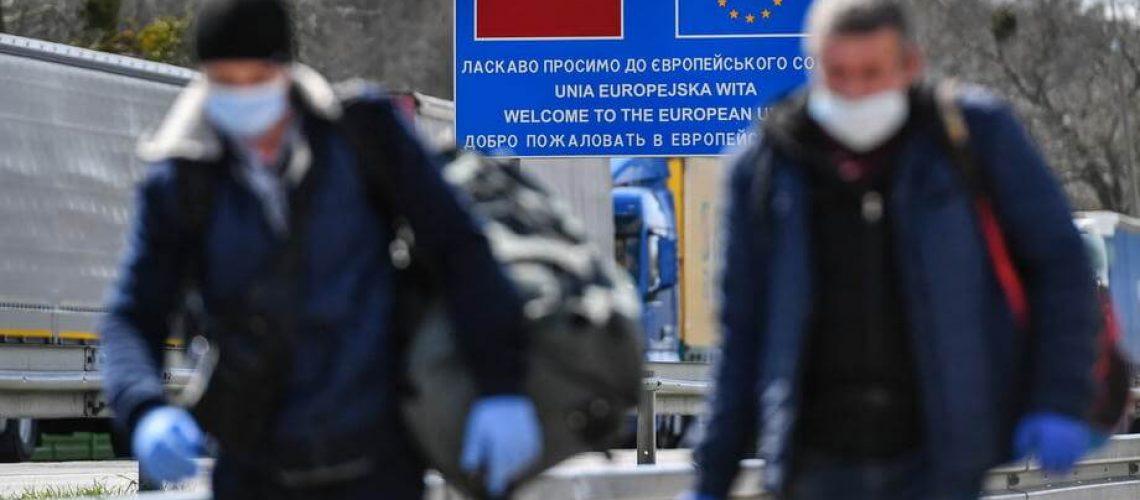 Польша возвращает обязательный карантин для прибывающих из-за границы
